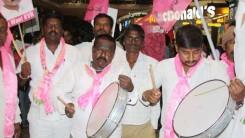 Party Members Received Konda Vishweshar Reddy in Air Port Feb-24-14 (4)
