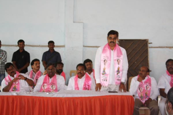 Konda Vishweshwar Reddy attends member joining into the party at Vikarabad 7