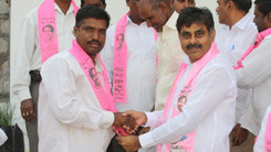 Konda Vishweshwar Reddy invites Serlingampally members joining in TRS party at Office 245x138