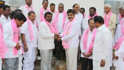 Konda Vishweshwar Reddy invites Serlingampally members joining in TRS party at Office 4