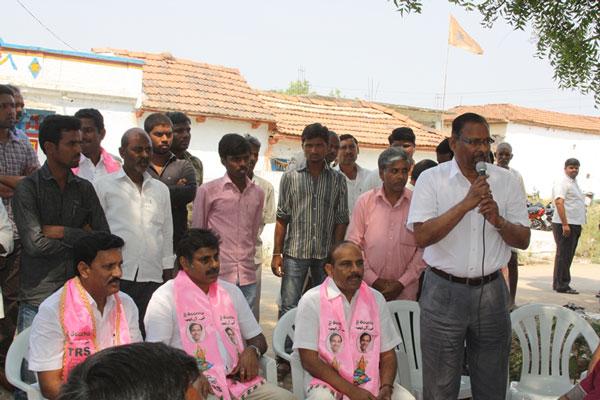 Konda Vishweshwar Reddy participates interaction with Kethireddy pally Villagers 2