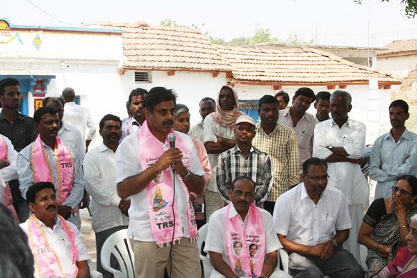 Konda Vishweshwar Reddy participates interaction with Kethireddy pally Villagers 4