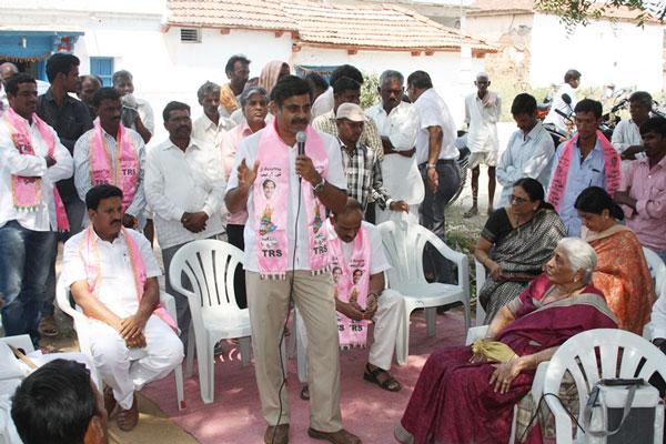 Konda Vishweshwar Reddy participates interaction with Kethireddy pally Villagers 5