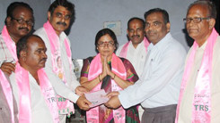 Konda Vishweshwar Reddy participates tandur local body election campaign 245x138