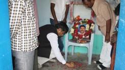 Konda Vishweshwar Reddy visits Namaste Telangana Press Reporter Narsimhulu family 5