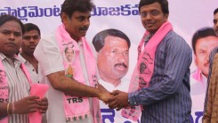 Konda Vishweshwar Reddy welcomes new members into the party at office.jpg (1)