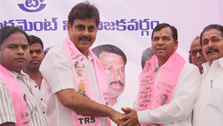 Konda Vishweshwar Reddy welcomes new members into the party at office.jpg (8)