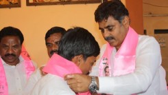 Konda Vishweshwar Reddy welcoming members into the party at Kismathpur