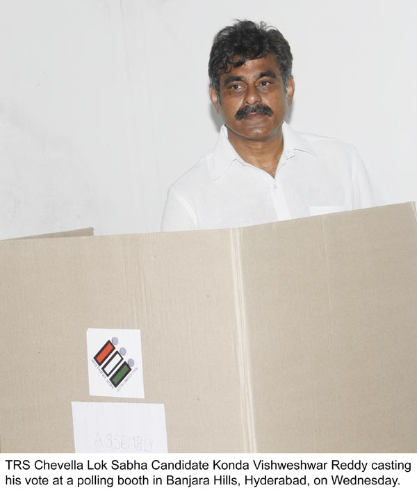 Konda Vishweshwar Reddy _ Sangita Reddy Casting their Votes 1