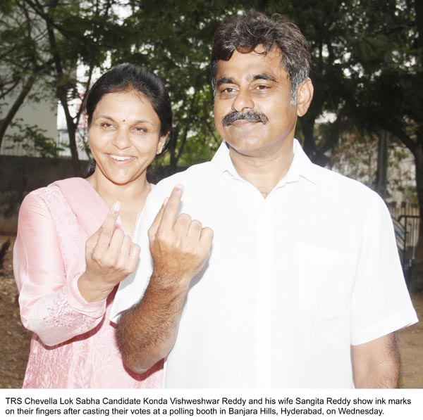 Konda Vishweshwar Reddy _ Sangita Reddy Casting their Votes 2